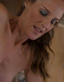 Полностью голая Хелен Хант в кино