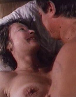 Откровенные постельные сцены с Ларисой Удовиченко из фильма «Собачий пир» (1990)