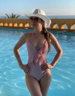 Анна Роскошная на фото в купальнике