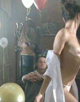 Обнаженная грудь Подкаминской в кино