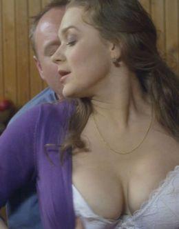 Голая Светланы Колпаковой в сериале «Обнимая небо» (грудь)