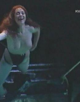 Голая Анна Большова в спектакле «Юнона и Авось»