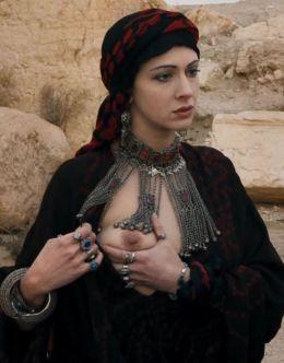 Ксения Раппопорт показала голую грудь