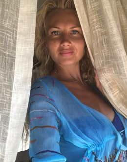 Олеся Лосева на фото в купальнике