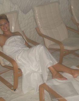 Фото с обнаженной Довлатовой из сауны