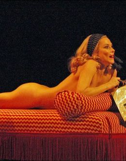 Голая Анна Фрил в театре и кино (грудь, попа)