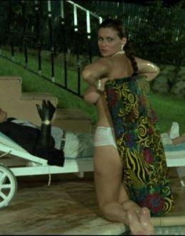 Серена Гранди в трусиках в киноленте «У богатых свои привычки» (1987)