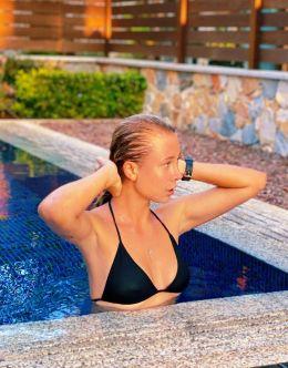 Юлия Коваль на фото в купальнике