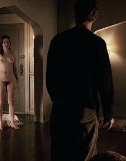 Полностью голая Мэри-Луиз Паркер в сериале «Ангелы в Америке» (2003)
