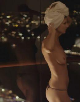 Горячие кадры с Вивой Бьянкой из фильма «Икс» (грудь)