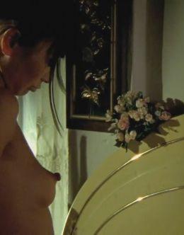 Откровенные кадры с голой Бай Лин из фильмов