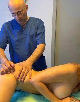 Наталья Штурм позирует голой во время массажа