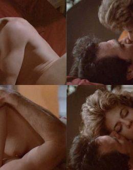 Горячая постельная сцена с Линдой Хэмилтон из фильма «Восход Черной луны» (грудь)