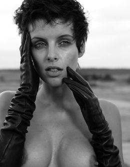 Эротический фотосет голой Марии Семкиной