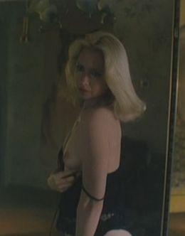 Светлана Рябова в эротическом нижнем белье в фильме «Не хочу жениться!» (1993)