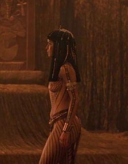 Эротические кадры с обнаженной Патрисией Веласкес из фильма «Мумия»