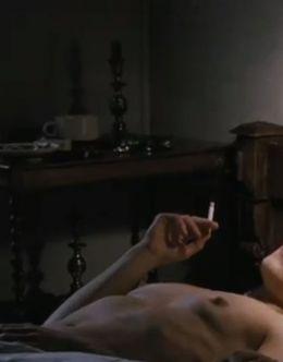 Полностью голая Нуми Рапас в фильме «Девушка с татуировкой дракона»