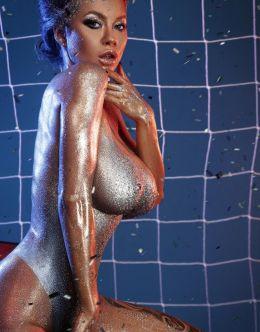 Полностью голая Полина Логунова в боди-арт фотосете