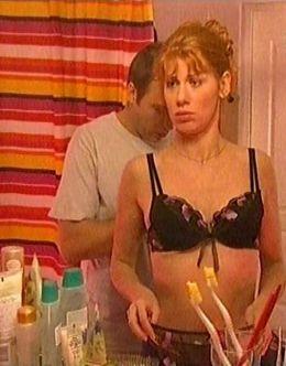Лена Бирюкова в нижнем белье в сериале «Саша+Маша»