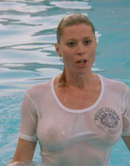 Горячие засветы груди Лесли Истербрук из фильма «Полицейская академия 4: Граждане в дозоре»
