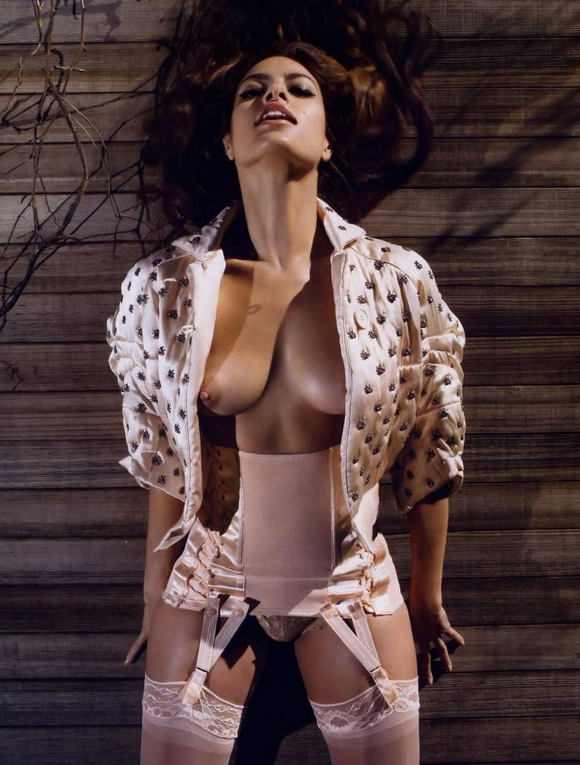 eva-mendes-naked-with