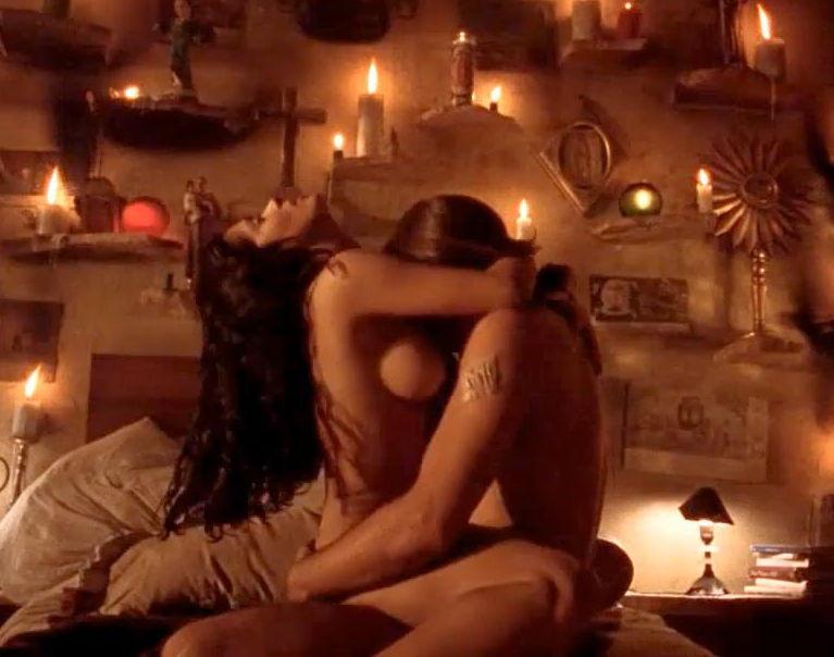 Сексуальные сцены в фильмах с барменшей, порно красивая докторша пришла к парню