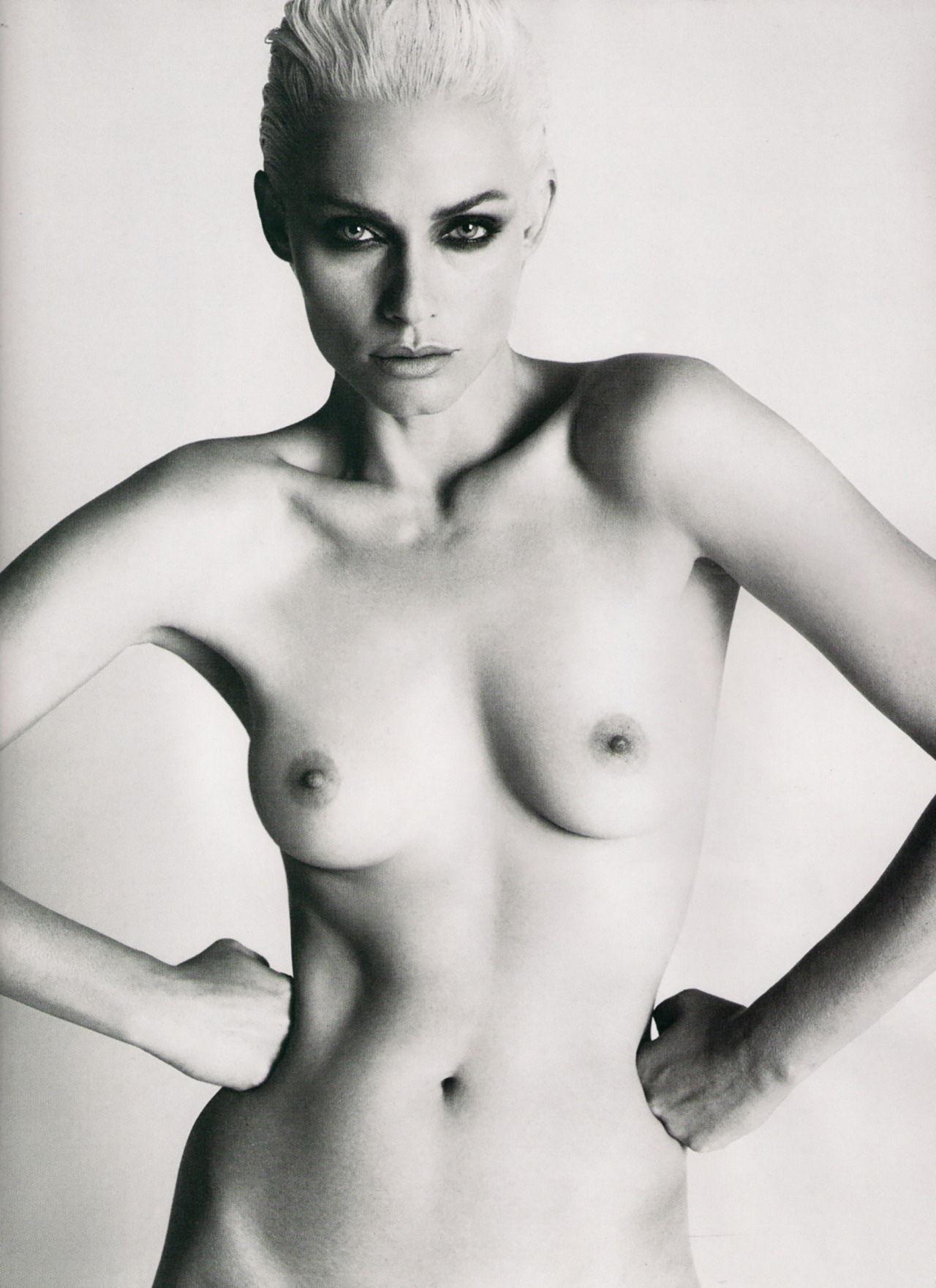 amber-valletta-naked-pics