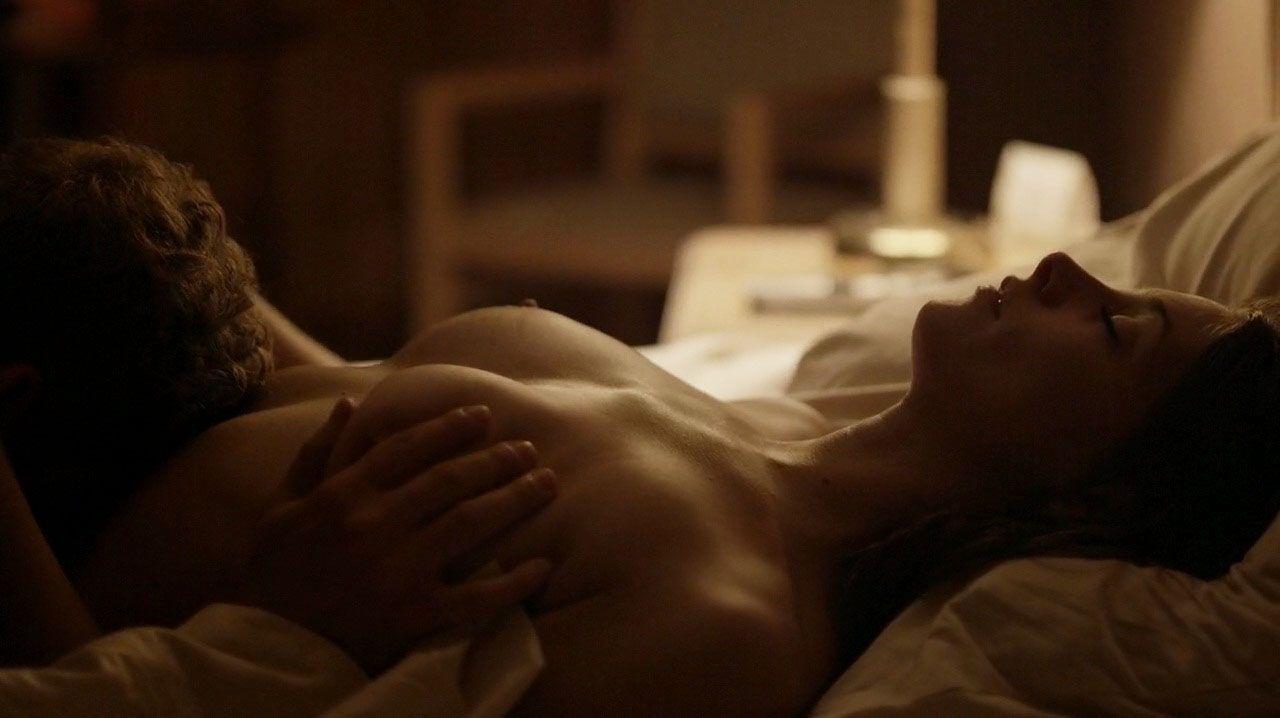 Erotic bed scene — pic 4