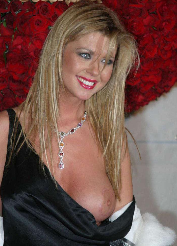 tara-reid-red-nude
