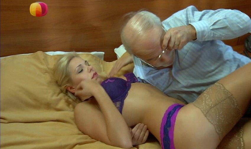 разделяю трахнул великолепную блондиночку мне подскажете