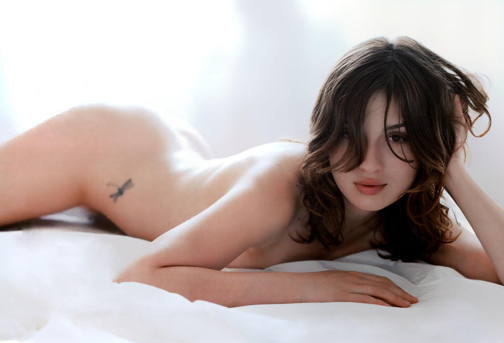 María Valverde Nude
