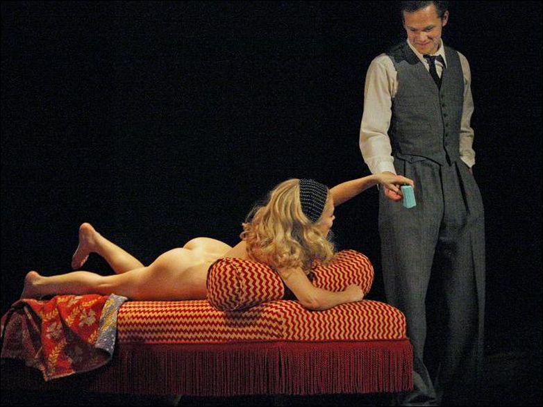 russkiy-spektakl-dlya-vzroslih-s-eroticheskimi-stsenami-zhenshinami-starshego